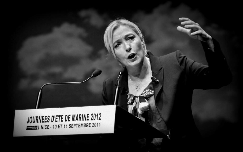 Marine Le Pen: fundido en azul de la nueva dama de hierro