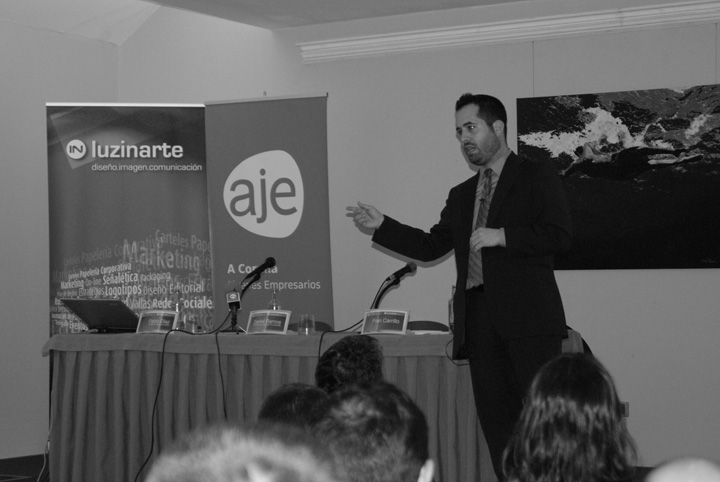 """F. Carrillo: """"Lo que falla en la comunicación del Gobierno es la falta de sinceridad"""""""