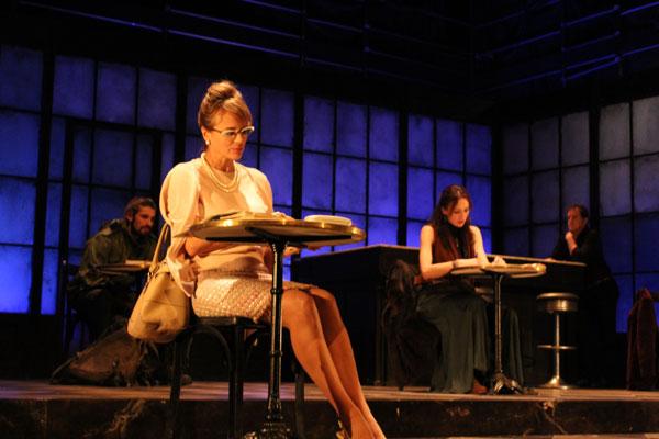 """Maribel Verdú, Emma Suárez, Ariadna Gil, Fernando Cayo y Álex García son los protagonistas de la obra """"Los Hijos de Kennedy""""."""