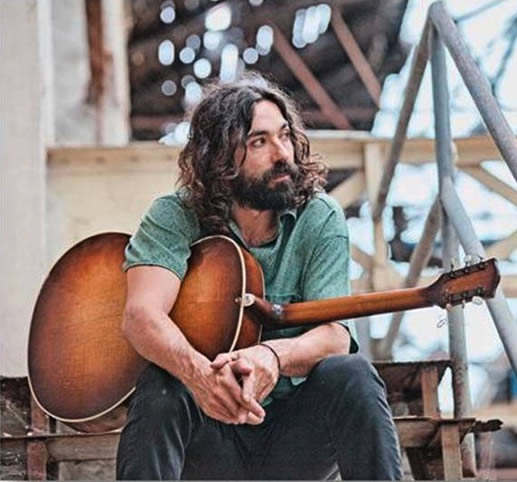 "Julián Maeso sigue la gira ""Somewhere Somehow"""