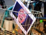 Bombardeando a la gente que amo, Donald Trump protagoniza crítica de libros imaginarios