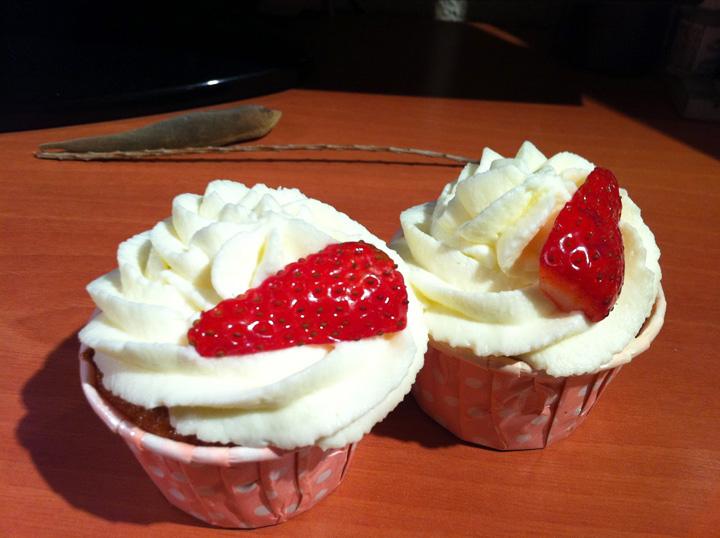 Cupcakes de fresas con nata | recetas