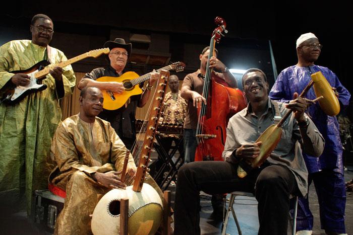 """Bassekou Kouyaté: """"Como musulmán, maliense y griot me avergüenza la persecución de los integristas hacia la música"""""""