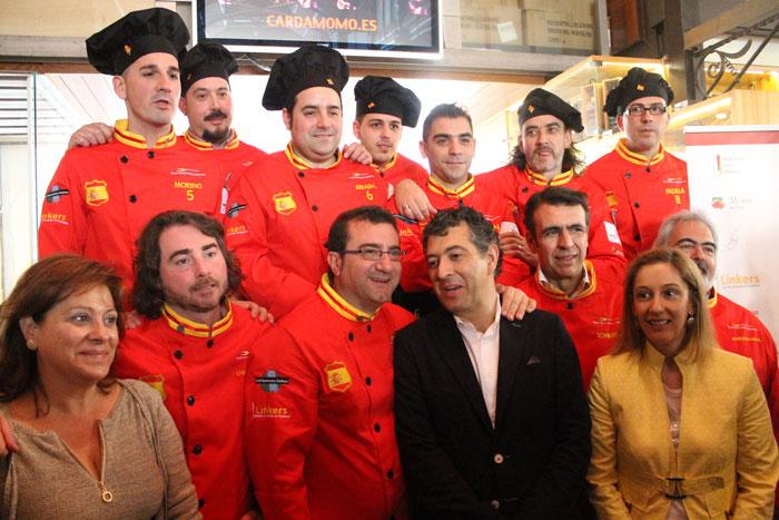 Foto-de-equipo-con-patrocinadores