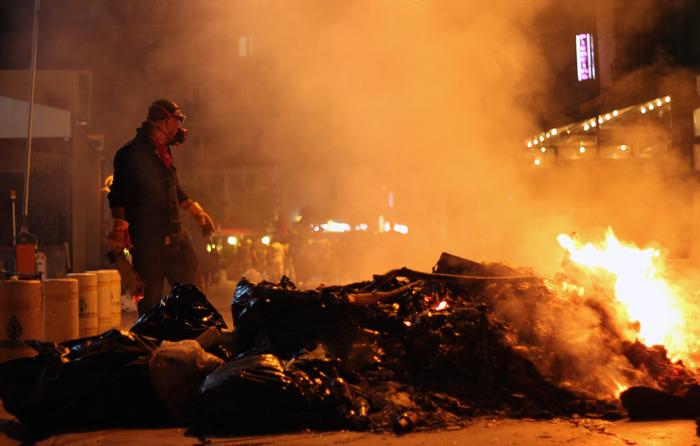Los manifestantes preparan en Ankara barricadas de fuego contra la Policia