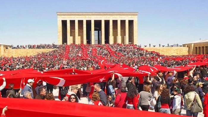 La figura de Ataturk desencadena la campaña electoral en Turquía