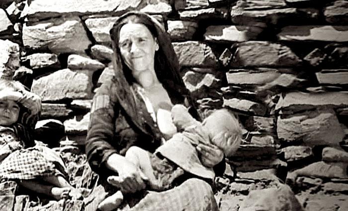 """Escena de la película """"Las Hurdes, tierra sin pan"""" de Luis Buñuel"""