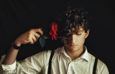 Toni Montesinos y el suicidio: morir como un asunto literario y filosófico