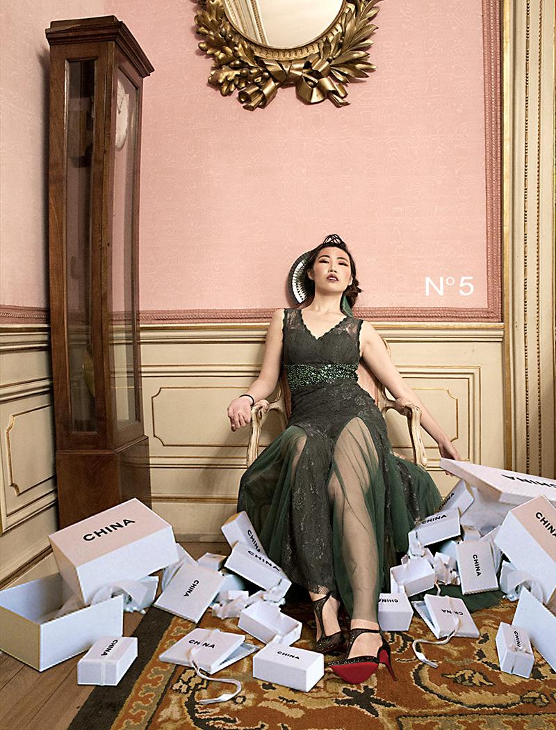 Nº 5. Página publicitaria de la revista VOWEI en la que la artista hace referencia a la icónica fragancia