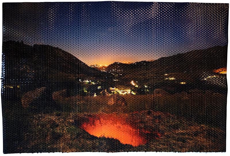 The Pit Deep Down Inside, 2020 Impresión de pigmento de archivo tejido a mano 123 x 184 cm