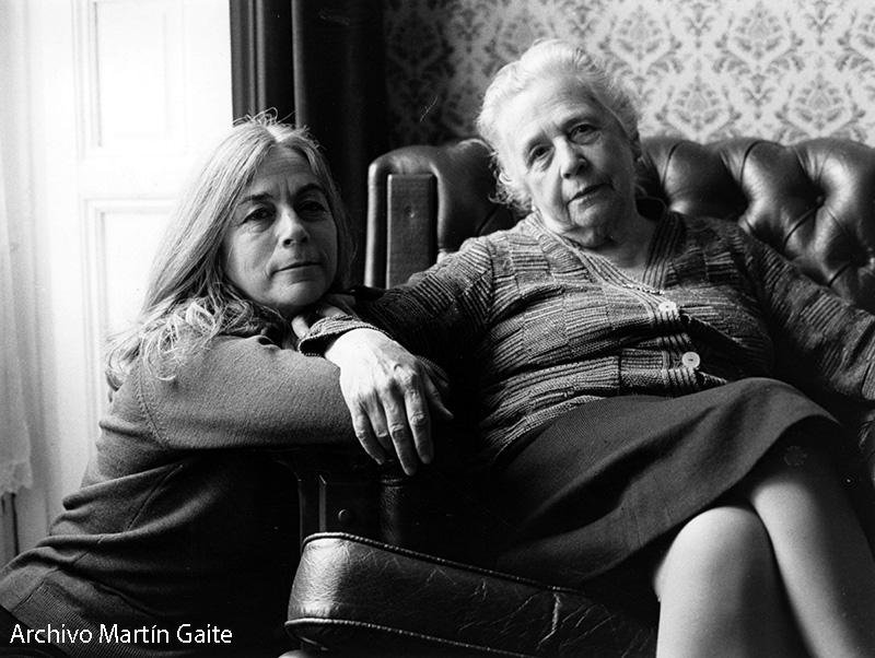 Carmen Martin Gaite y su madre Maite Gaite Veloso. Foto de Pablo Sorozábal