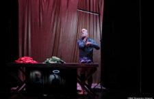 """""""Parece nada"""" de Guillermo Weickert, repensar qué es ver un espectáculo en un escenario"""