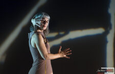"""Manuela Nogales golpe de autoridad al estreno de """"Poéticas en la Sombra"""""""