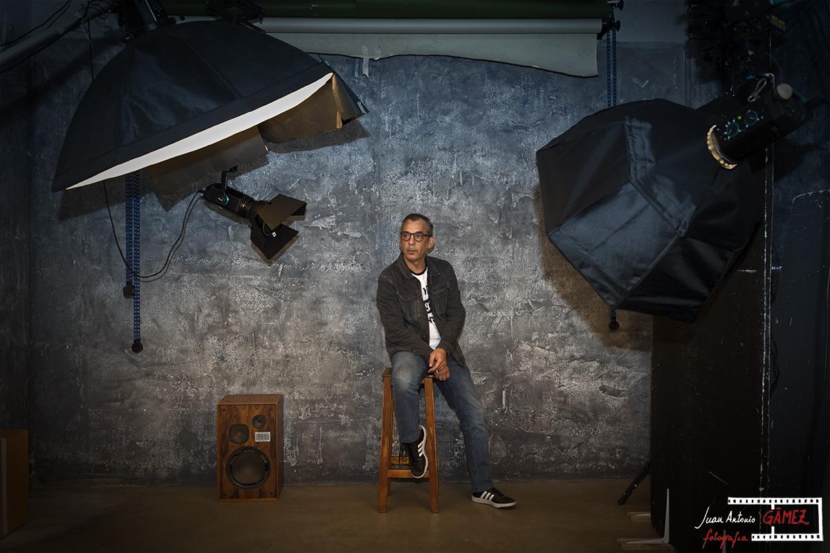 Luís Castilla en su estudio. Foto Juan Antonio Gámez