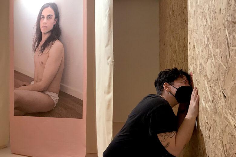 Deebo Barreiro reflexiona sobre las identidades, el género y los estereotipos en la Sala Alterarte.